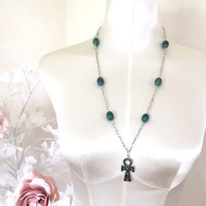 collier croix celtique perles vert marbré