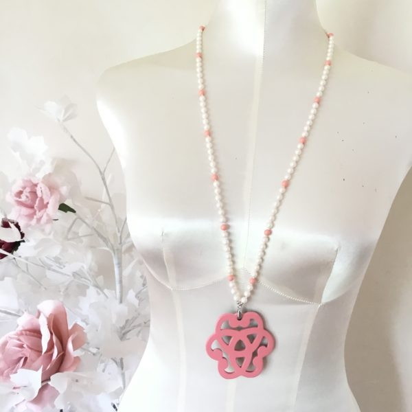 Collier rosace corne et saumon